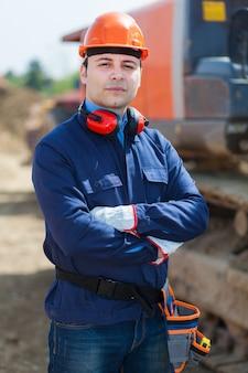 Portret pracownik w budowie