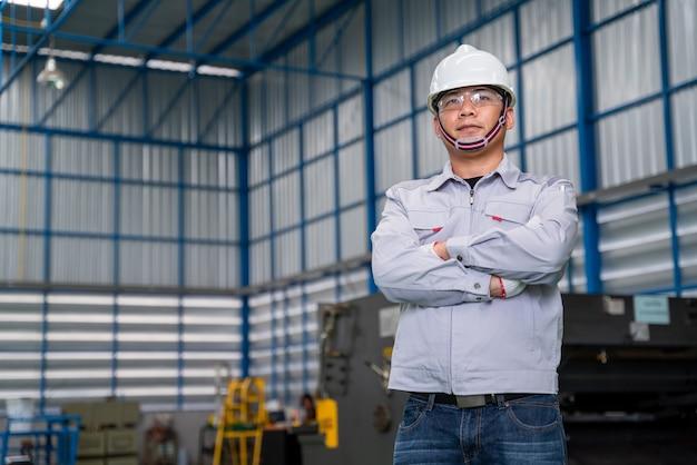 Portret pracownika azji mężczyzna
