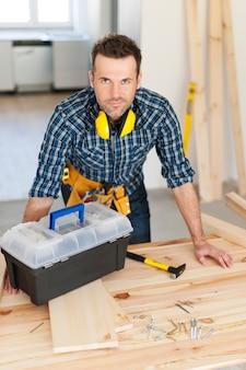 Portret pracownika budowlanego