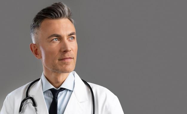 Portret pracownika służby zdrowia z miejsca na kopię