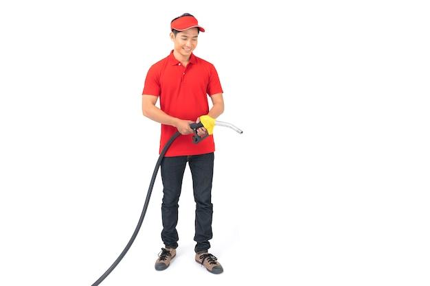 Portret pracownika stacji benzynowej i usług na białym tle