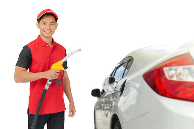 Portret pracownika stacji benzynowej i usługi na białym tle