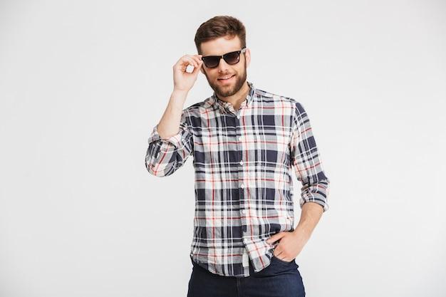 Portret przekonany, młody człowiek w koszuli w kratę