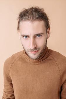 Portret przystojnego mężczyzny
