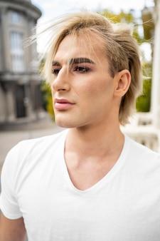 Portret przystojny mężczyzna makijaż wygląd