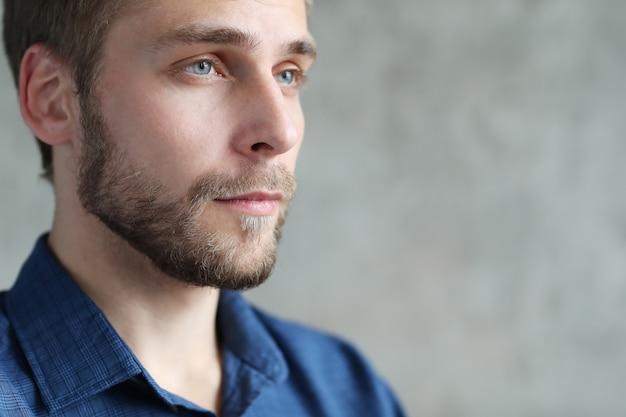 Portret przystojny mężczyzna