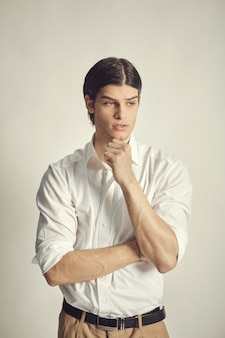 Portret przystojny młody biznesmen