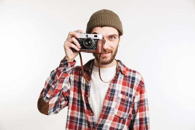 Portret przystojny młody człowiek turysta