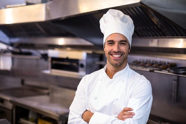 Portret przystojny szef kuchni