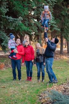 Portret rodzinny w parku