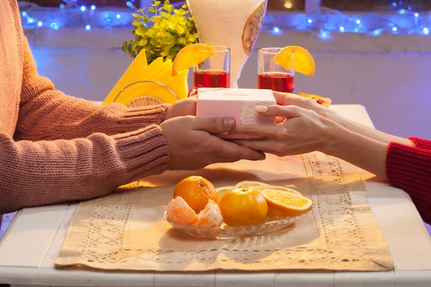 Portret romantyczna para na kolację walentynkową