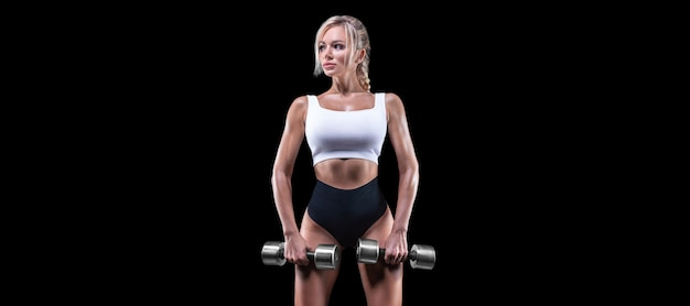 Portret sexy sportsmenka z hantlami. koncepcja fitness.