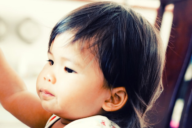 Portret śliczna azjatykcia dziewczyna
