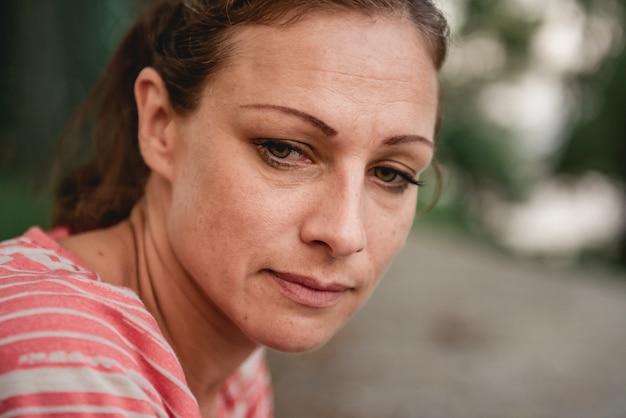 Portret smutna kobieta