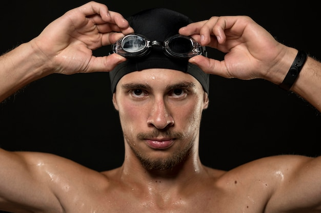 Portret sportowca mocowania jego gogle