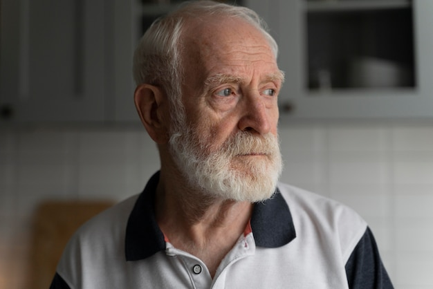 Portret starca z alzheimer
