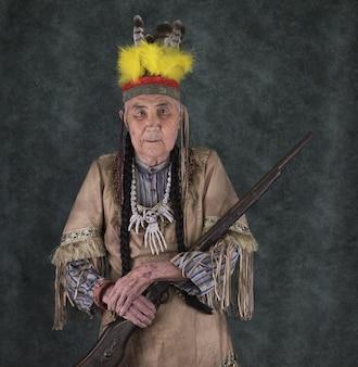 Portret starego apacza indian amerykańskich