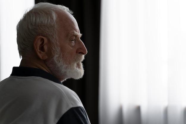Portret starszego mężczyzny z alzeihmer
