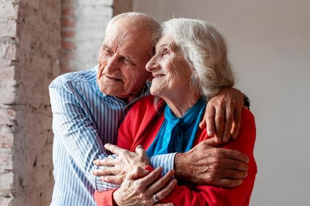 Portret starszej pary w miłości