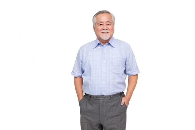 Portret starszy azjatykci mężczyzna uśmiech odizolowywający nad biel ścianą, dojrzały biznesmen ono uśmiecha się, szczęśliwy czuciowy pojęcie