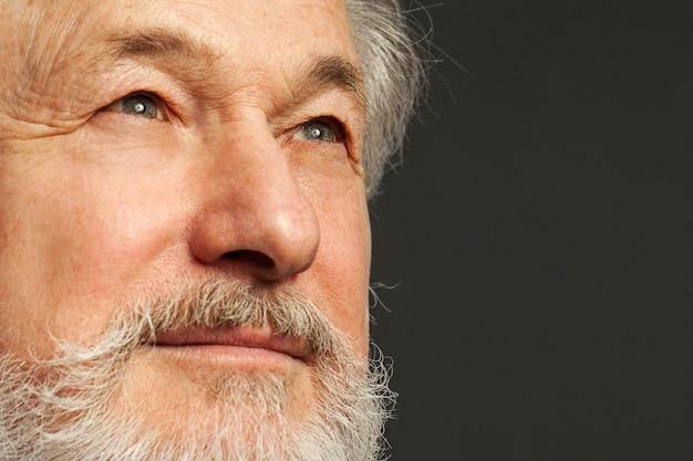 Portret stary człowiek z brodą
