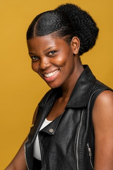 Portret szczęśliwa afrykańska kobieta
