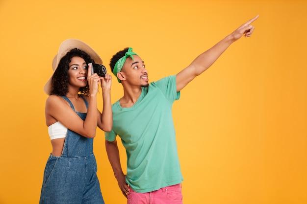 Portret szczęśliwa młoda afrykańska para