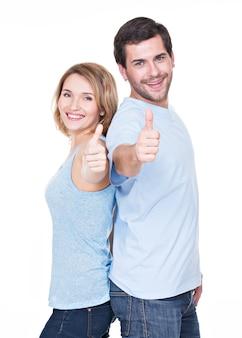 Portret szczęśliwa para z kciuki do góry znak na białym tle