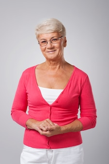 Portret szczęśliwa starsza kobieta