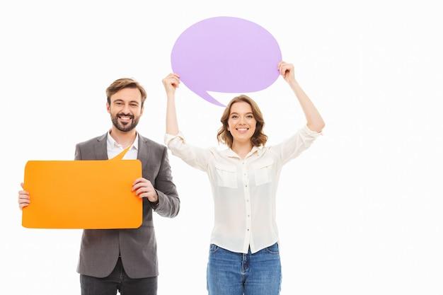 Portret szczęśliwej pary młodych przedsiębiorstw