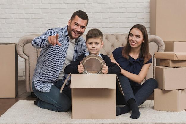 Portret szczęśliwi rodzice z synem