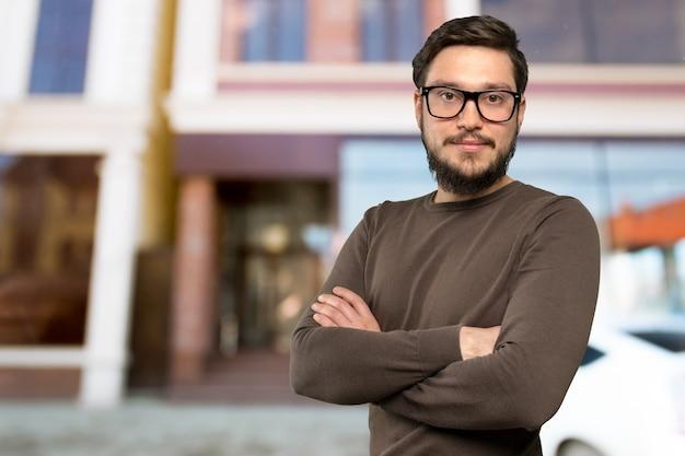 Portret szczęśliwy mężczyzna