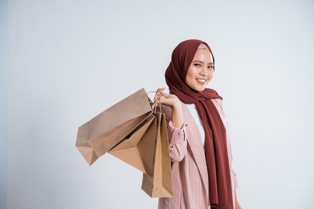 Portret szczęśliwy muzułmański bizneswoman