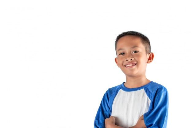 Portret szczęśliwy radosny mały chłopiec azjatyckich, na białym tle