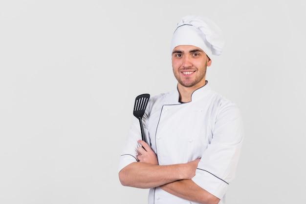 Portret szefa kuchni z łopatką