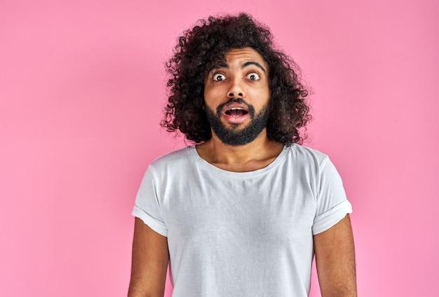 Portret szoku brodaty mężczyzna