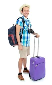 Portret turysty z plecakiem i wózkiem