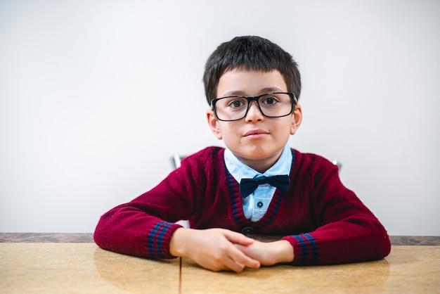 Portret ucznia w okularach