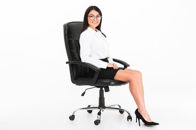 Portret ufny azjatykci bizneswoman w eyeglasses