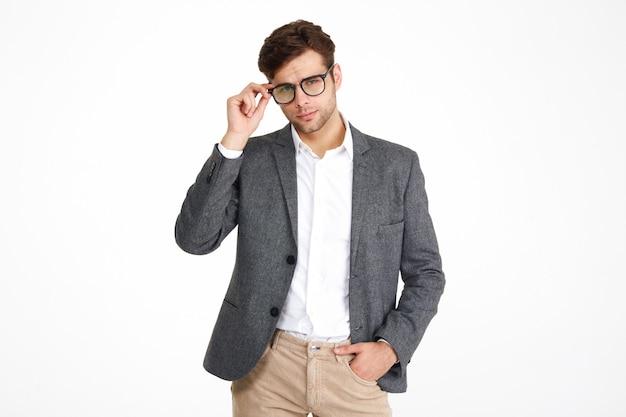 Portret ufny biznesowy mężczyzna w kurtce