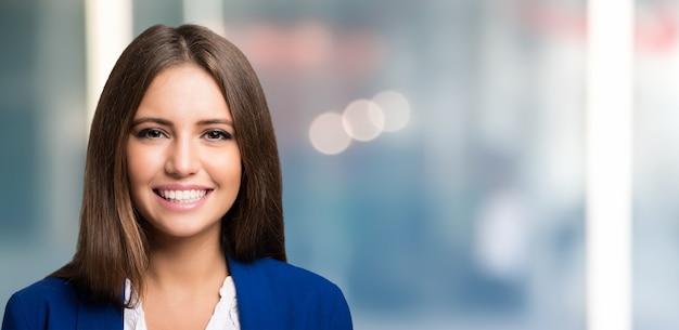 Portret uśmiechnięta brunetka