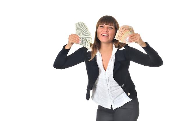 Portret uśmiechnięta kobieta z pieniędzmi