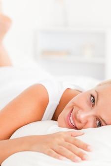 Portret uśmiechnięta kobieta