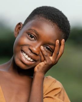 Portret uśmiechnięte dziecko afrykańskie