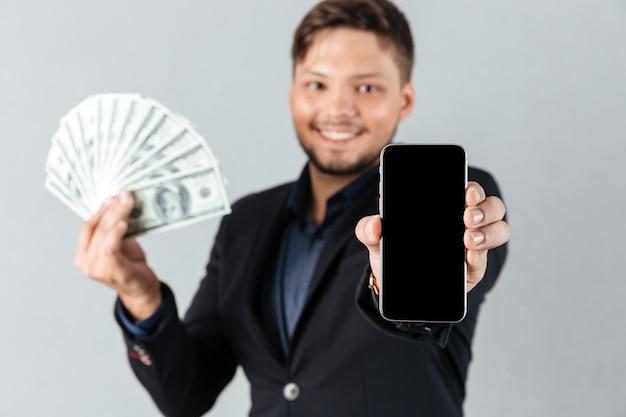 Portret uśmiechnięty biznesmen