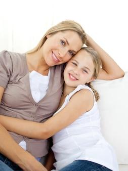 Portret uważna matka i jej córka