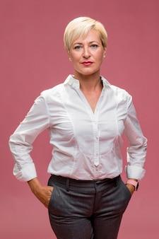 Portret w średnim wieku bizneswoman