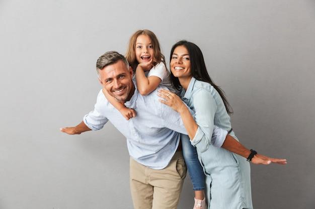 Portret wesołej rodziny