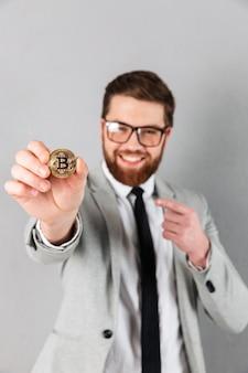 Portret zadowolonego biznesmena