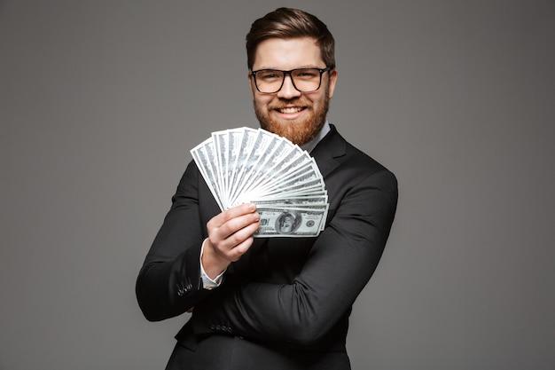 Portret zadowolony młody biznesmen